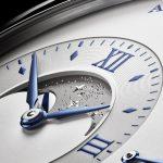 Die Große Lange 1 Mondphase verfügt als erste Lange-Uhr über eine von Hand gravierte Mondscheibe aus massivem Weißgold.