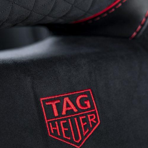 Der Aston Martin DBS Superleggera TAG-Heuer-Edition ist im Inneren unter anderem mit dem TAG-Heuer-Logo bestickt.
