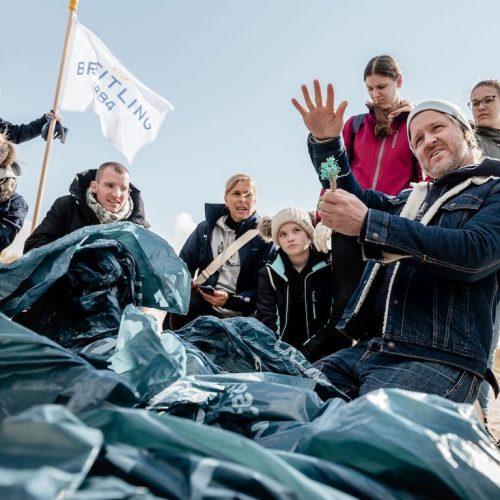 Die Surfrider Foundation Deutschland organisierte den Beach Clean Up mit Breitling.