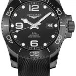 Die Hydro Conquest All Black präsentiert sich an einem Armband aus schwarzem Kautschuk, das sich passgenau einstellen lässt.