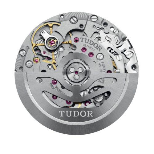 Der Tudor-Manufakturchronograph MT5813 basiert auf dem Breitling B01.