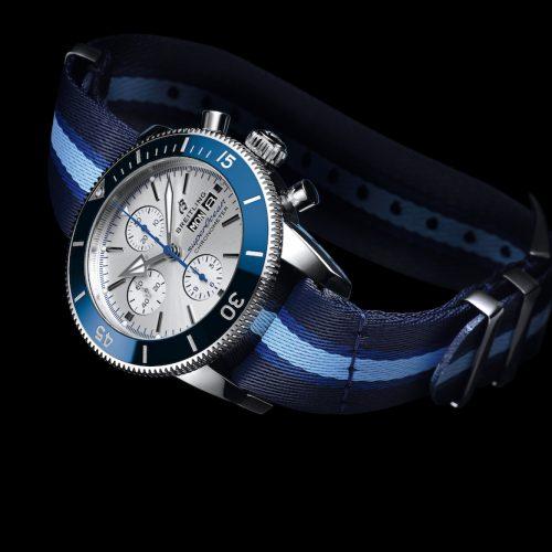 Die Breitling Superocean Heritage Ocean Conservancy Limited Edition wird mit zwei recycelten Armbändern geliefert.
