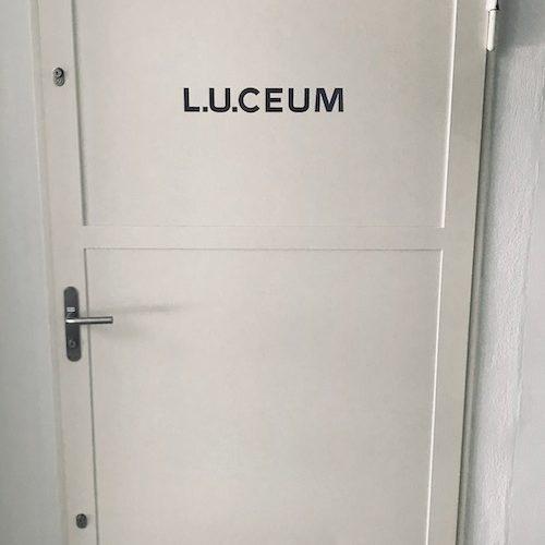 Hinter dieser Tür befindet sich die Uhrensammlung von L.U.C