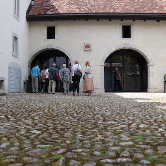 In einem Privathaus von Karl-Friedrich Scheufele bekommen wir die Kollektion zu sehen.