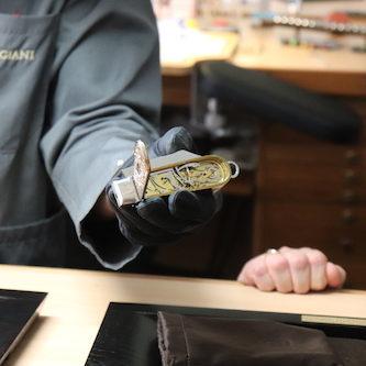 Im Schaft dieses Messers aus der Sandoz-Sammlung verbirgt sich eine Minutenrepetition.