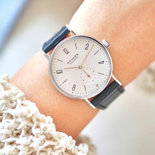 Von jeder verkauften Uhr gehen 100 Euro an die Loki-Schmidt-Stiftung.
