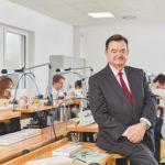 Vor 25 Jahren übernahm Lothar Schmidt das Unternehmen Sinn und machte es zur technisch anerkannten Marke.